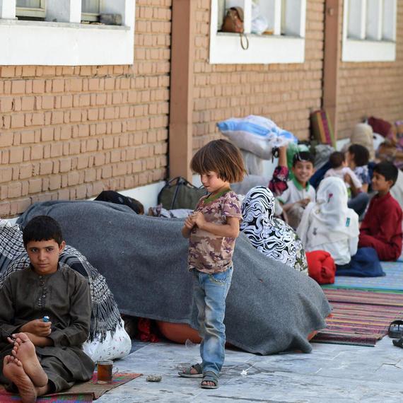 Une Crise inattendue frappe les Afghanes, les enfants...